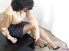 Female dominance Mommy Gives  In Glossy Tights