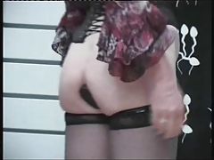 t-girl  going knuckle deep - Maitresse Roxanne (1)