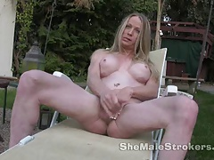 Light-haired She-male Laura Jacking Outside
