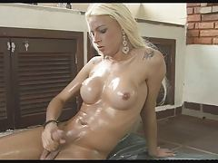 Stellar T-girl Dany De Castro Lubes up and Drains