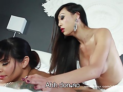 Venus Lux Gives Foxxy An Rectal Rubdown