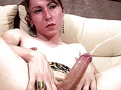 Cascading  makes her big tranny stiffy gloppy and delicious